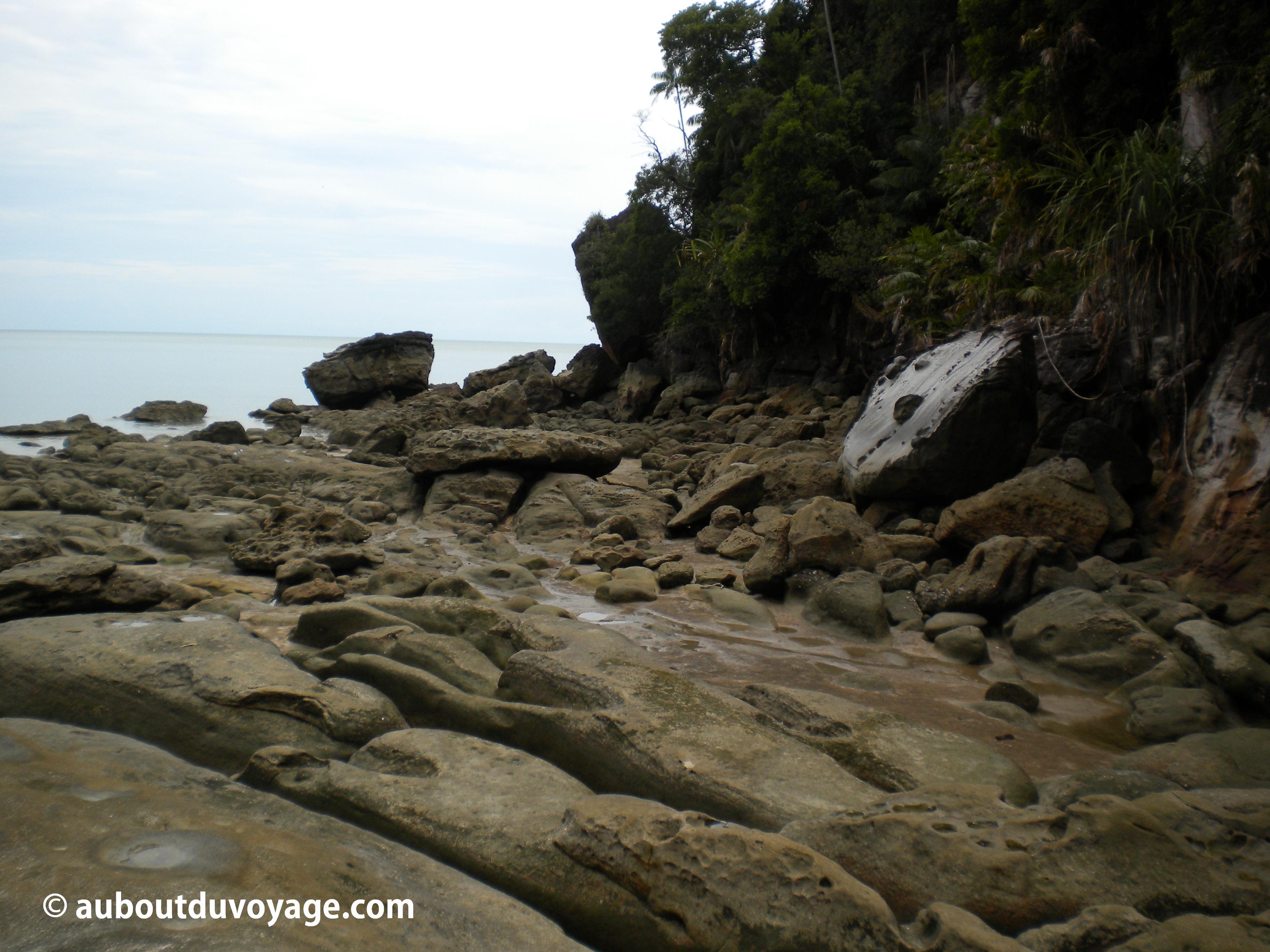 Parc national Bako Bornéo plage de rochers
