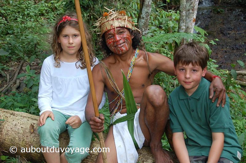 Malaisie tribu guerrier jumeaux