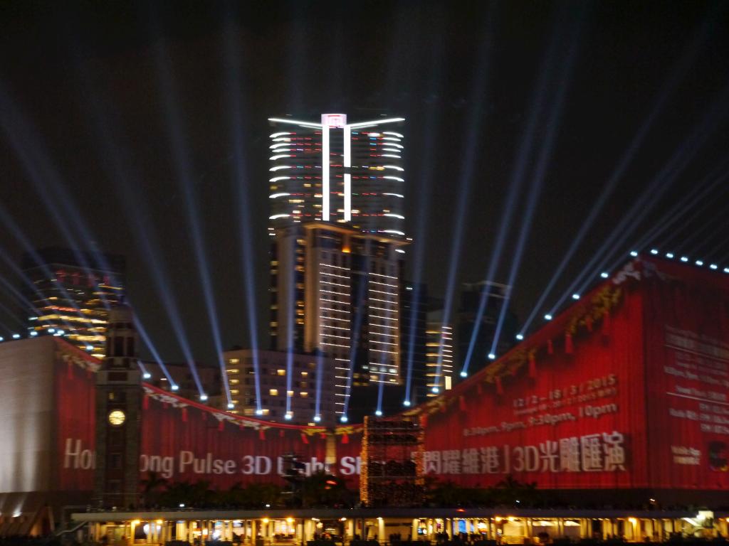 Jeux de lumières les soirs précédant le nouvel an chinois à Hong Kong