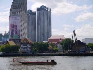 La Chao Phraya, fleuve qui traverse Bangkok dans le quartier calme de notre hôtel